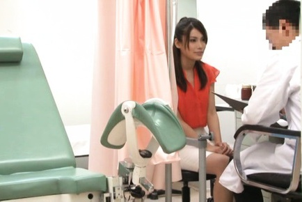 Dazzling Japanese AV model hot babe banged by her naughty doctor