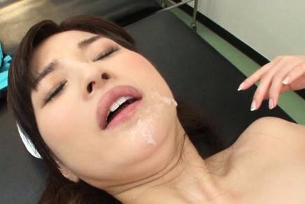 Lustful Asian nurse Saya Niiyama seduces new handsome doc